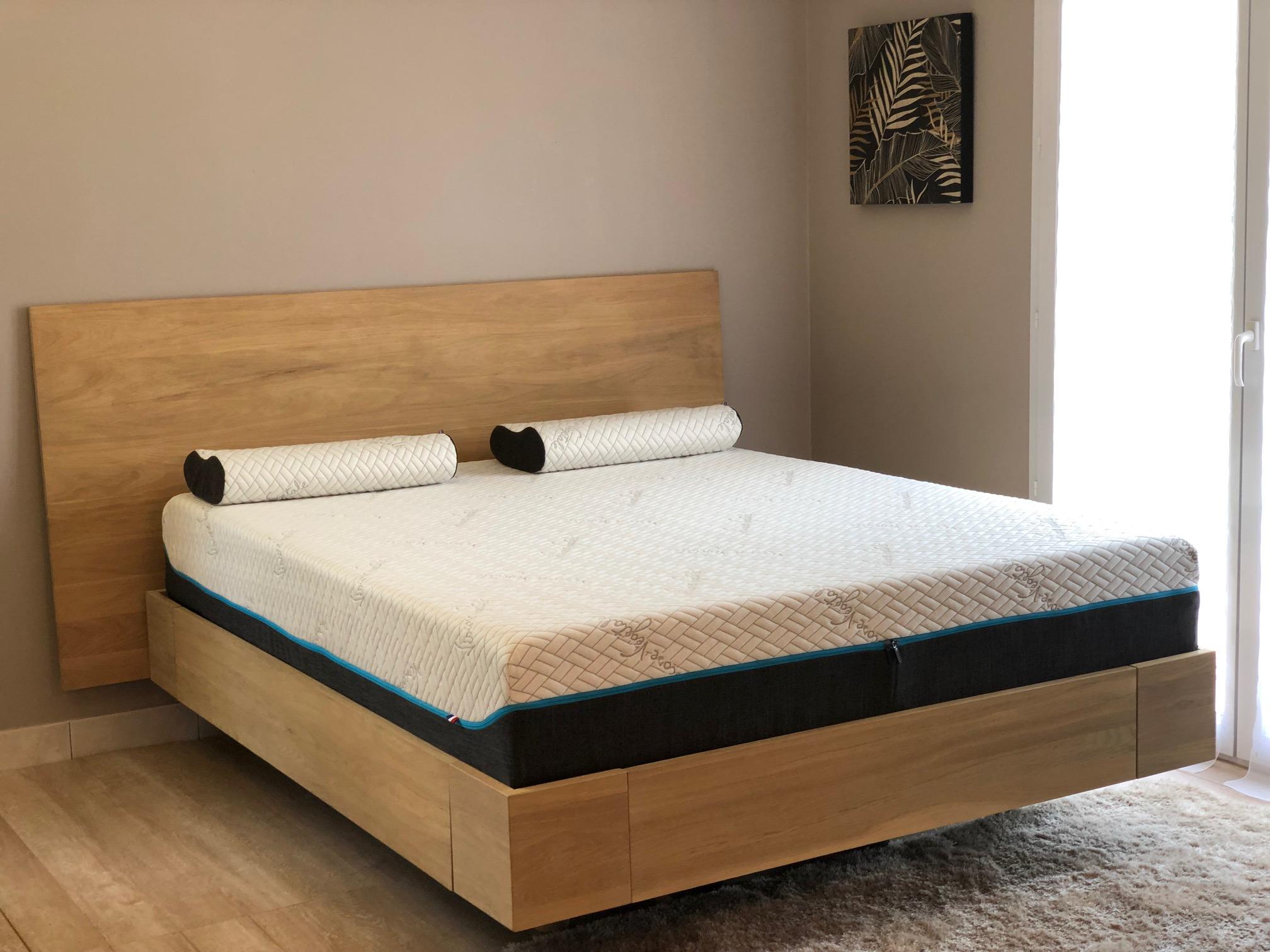 lit en chêne massif avec 11 teintes au choix